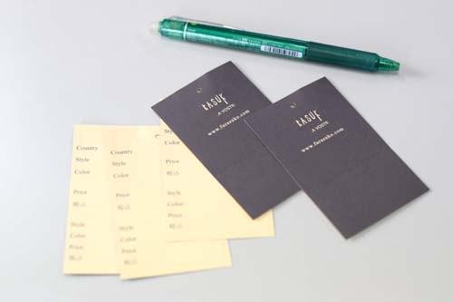 ベージュの紙に紺色の印刷で独特の仕上がり色に。