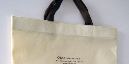 写真館でのアルバム持ち帰り用、不織布製の手提げバッグ(平袋タイプ)