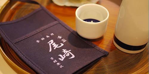 日本酒の一合徳利を首から下げるための〈不織布徳利ホルダー〉