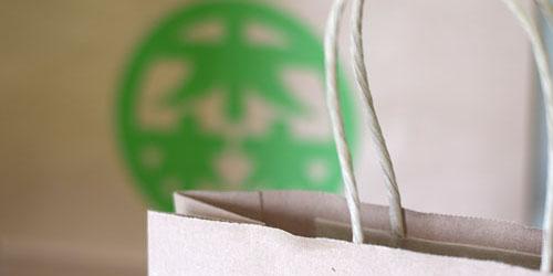 環境に配慮した古紙パルプ配合率100%のR100再生紙を使用したフレキソ紙袋