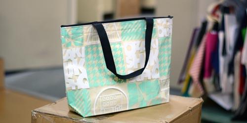 透明素材使用の不織布+PVCの二層バッグ。漫画家さんイベントや販促品等に。