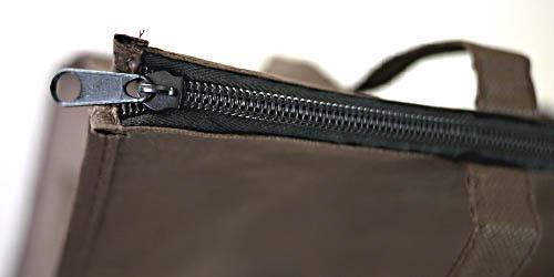 エコバッグにもなるマチ広の角底不織布バッグ