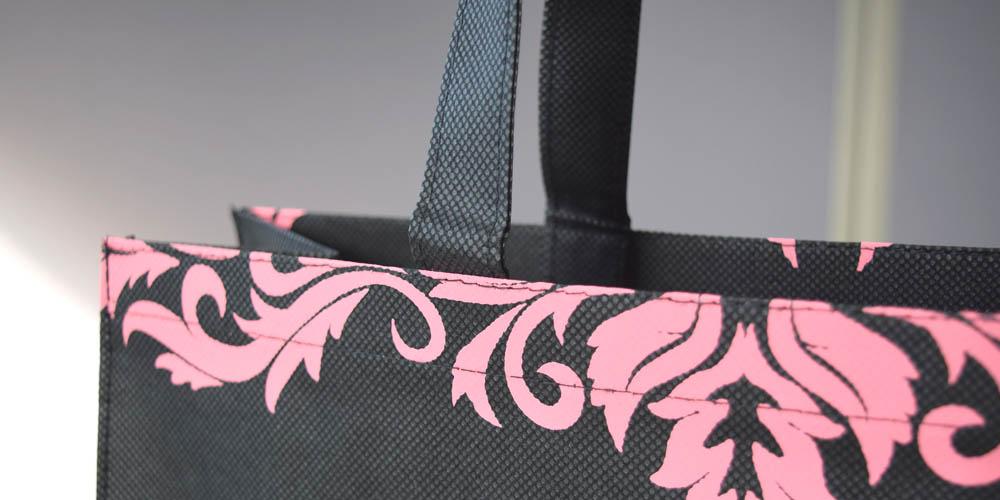 高級ドッグウェア店様向けの不織布製ショッパー(中サイズ)