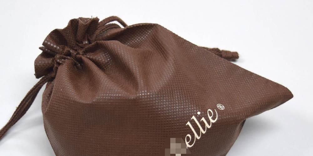 ファッションブランドの販売ノベルティ用、不織布巾着袋(小サイズ)