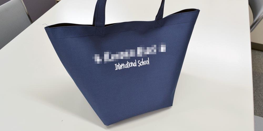 インターナショナルスクール様向けのポリエステルスクールバッグ