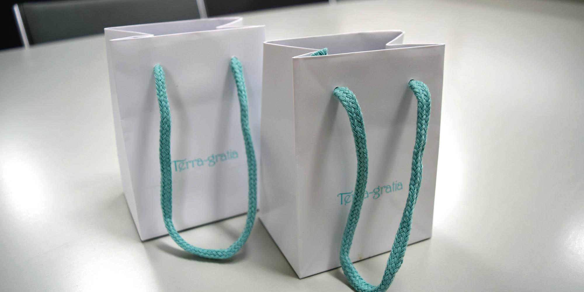 有名シルバーアクセサリー店様向けの高級感溢れるマットPP手提げ紙袋(特小サイズ)