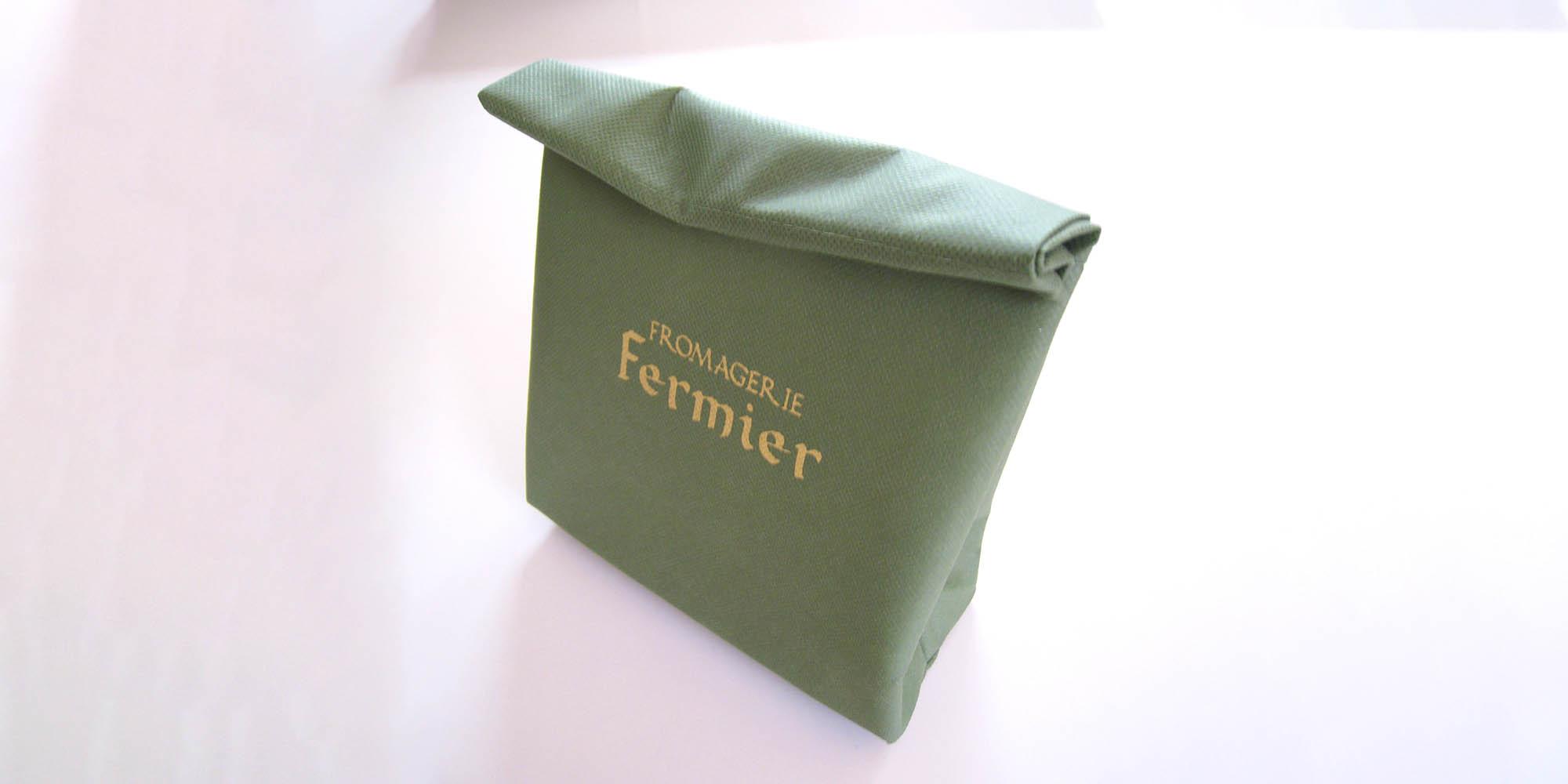 チーズテイクアウト用の紙袋風不織布保冷バッグ(舟底タイプ+マジックテープ付き)