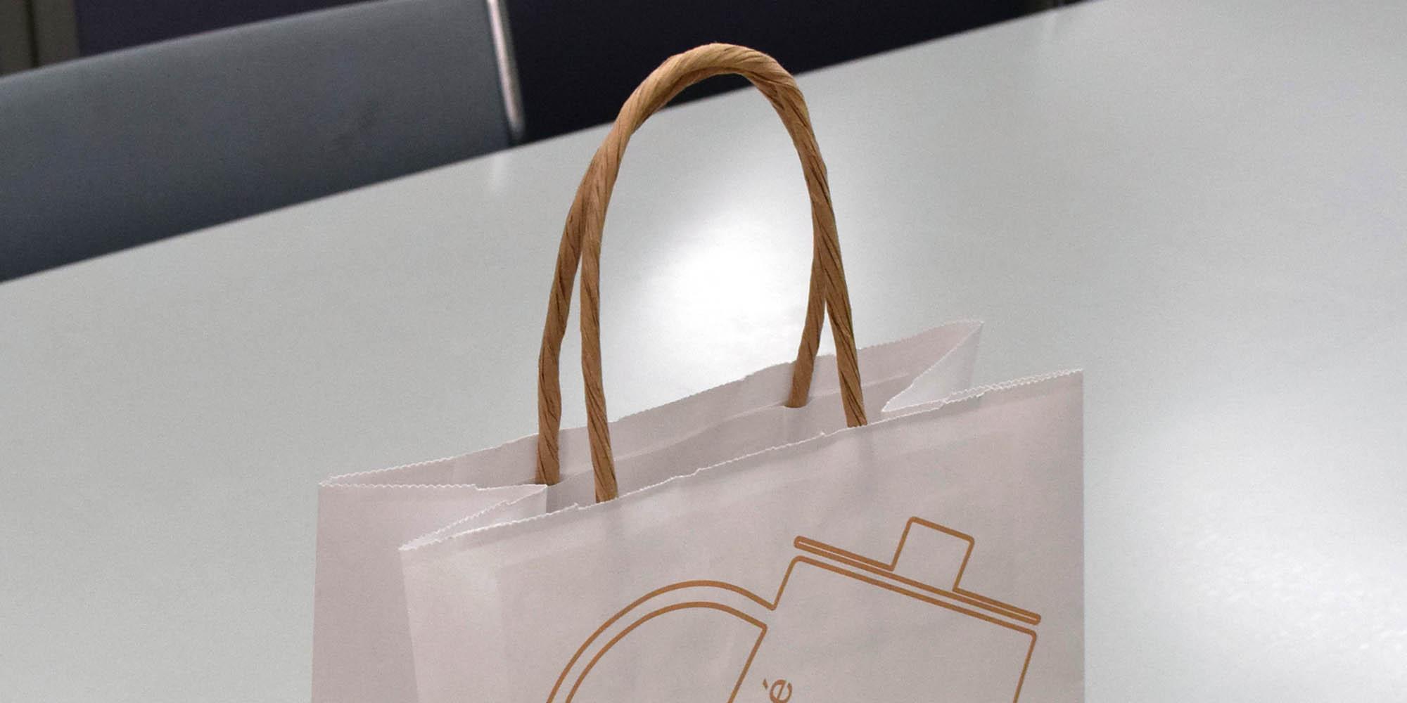 クラフト紙の風合いを活かした、おしゃれなカフェ用のテイクアウト紙袋(フレキソ印刷で大量生産仕様)