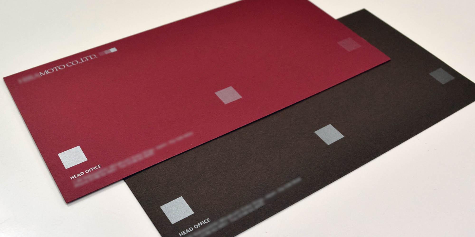 アパレルショップ用の汎用長3カマス封筒。特殊用紙+メタリック印刷で個性的な仕上がりです。