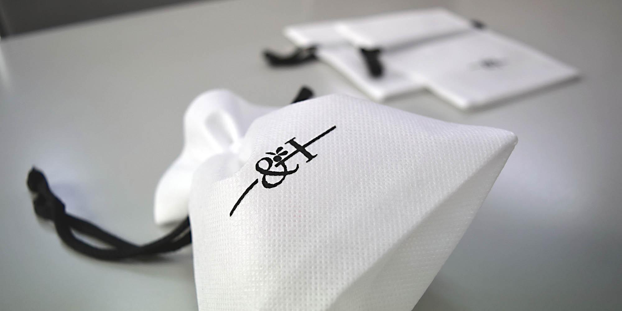新進プロダクトメーカーのご依頼。小物〜B6サイズ迄、使い勝手の良いオリジナル不織布巾着袋。